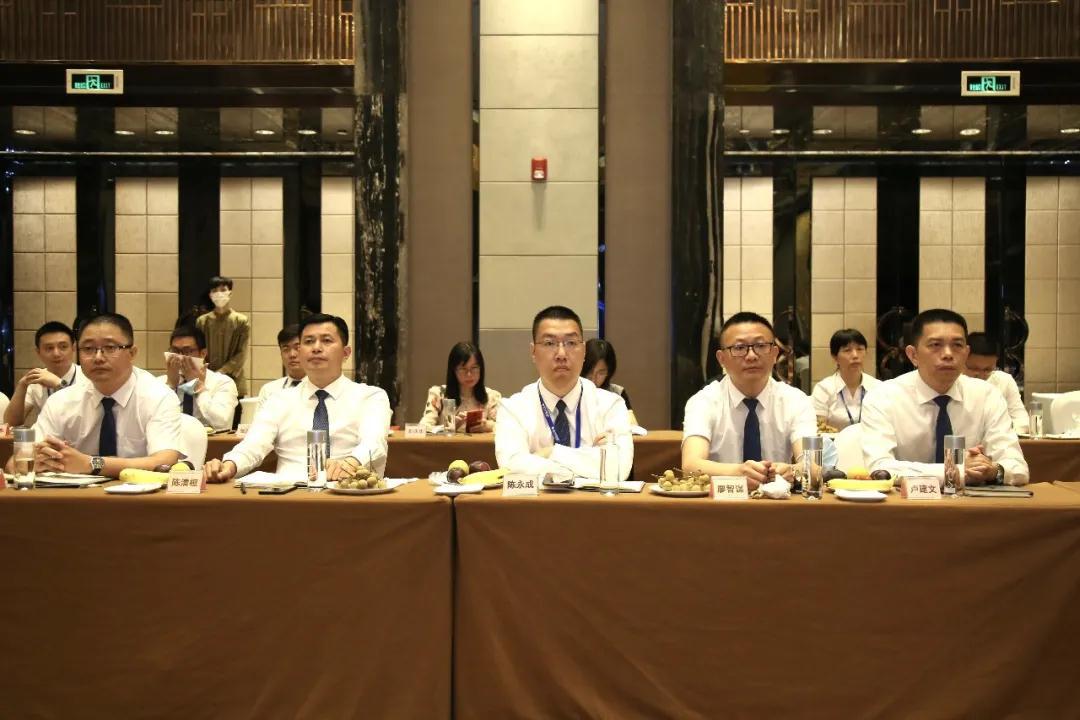 服务·沟通 共聚智赢——2020宏宇陶瓷核心经销商峰会召开